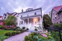 WGN i Realty Executives / USA sprzedają posiadłość w stylu kolonialnym w Milwaukee za 759 900$
