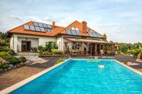 WGN sprzedaje posiadłość z basenem i prywatną plażą na terenie Parku Krajobrazowego