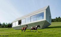 Arka Koniecznego- dom wkomponowany w sielski krajobraz