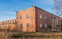 Budynek biurowo-techniczny z dużą działką inwestycyjną w Lidzbarku Warmińskim wystawiony na sprzedaż.