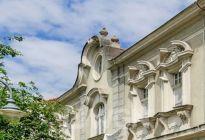 WGN sprzedaje zabytkową kamienicę, cena 3 000 000 zł.