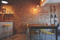 LOFTOWE TRENDY: poradnik krok po kroku jak wyeksponować starą cegłę na ścianie