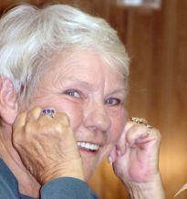 Seniorzy są zadowoleni z życia i żyją niemal dostatnio