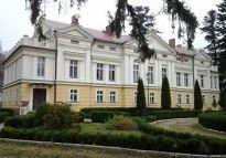 Pałac z 1862 r. (7,9 mln PLN) w okolicach Łeby, 3 km od plaży w ofercie WGN