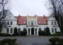 Pałac z XIX w. z funkcją hotelową nad morzem