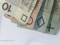 Finanse: Złoty traci przez czynniki globalne