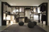 Dom jednorodzinny - jak urządzić w nim garderobę?
