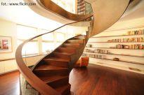 Mieszkania piętrowe - co zrobić, aby schody były mniej widoczne?