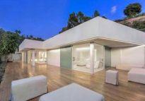 WGN i REI sprzedają rezydencję w Beverly Hills, Północna HILLCREST Road
