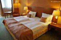 Mieszkanie: złoto w sypialni