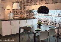 Architektura wnętrz: czarno-biała kuchnia też może być przytulna