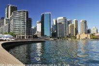 Szklane drapacze chmur dominują nad miejską architekturą