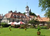 Zespół pałacowy Kadyna wystawiony na sprzedaż